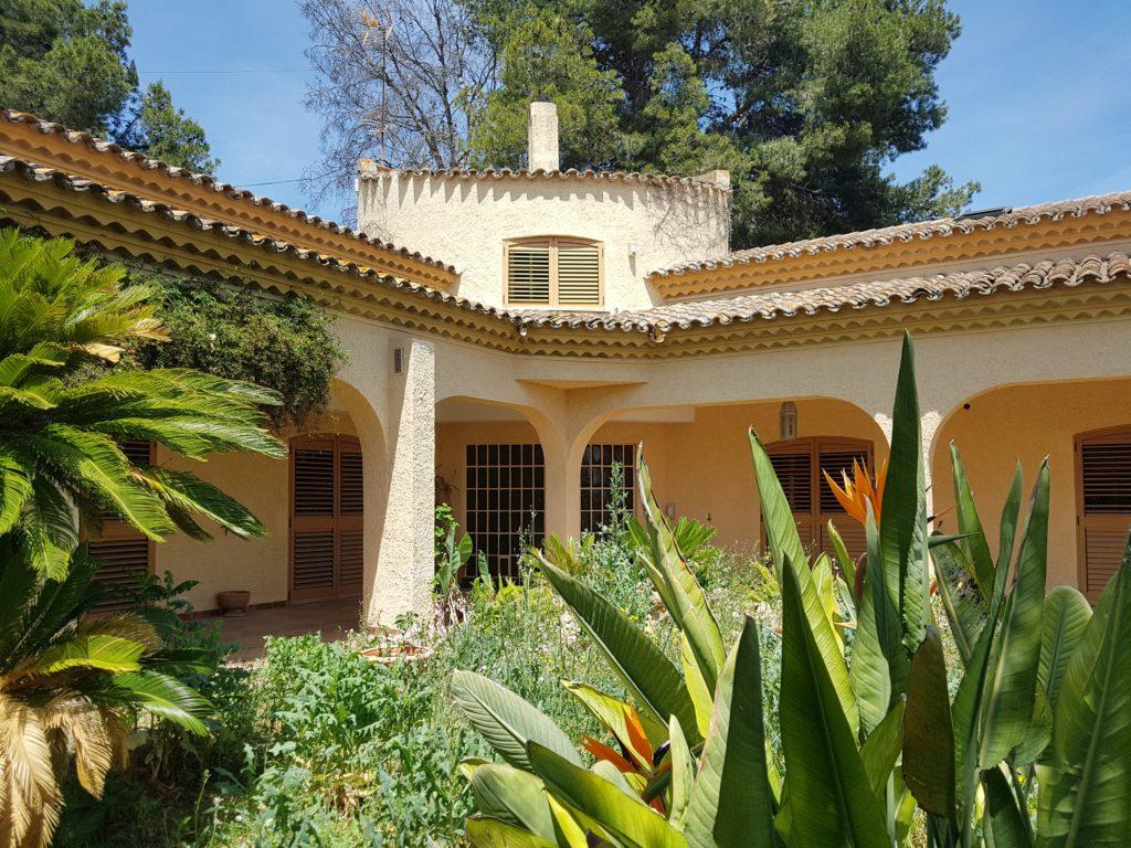 отдельный дом с участком в Испании