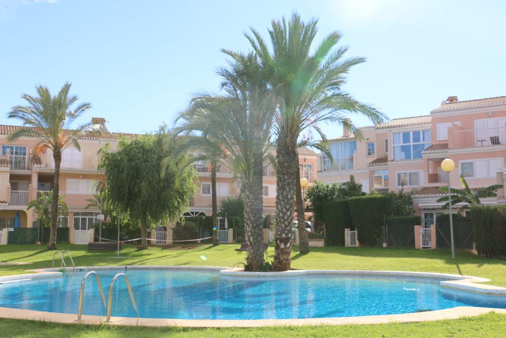 таунхаус с бассейном в Испании