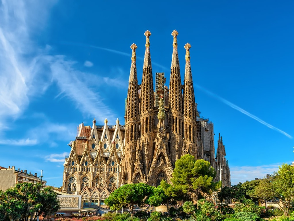 sagrada familia 25 археологических и архитектурных чудес Европы