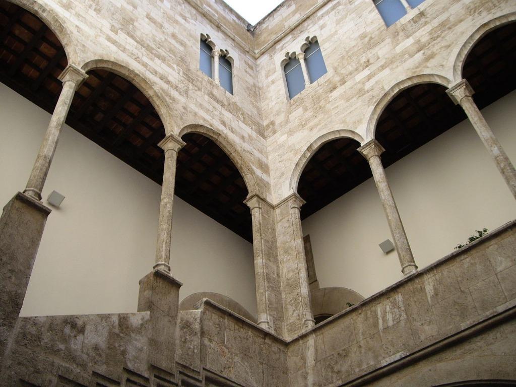 dvorecz almirante Районы Валенсии, часть 2 (1-3, Ciutat Vella, L'Eixample, Extramurs)