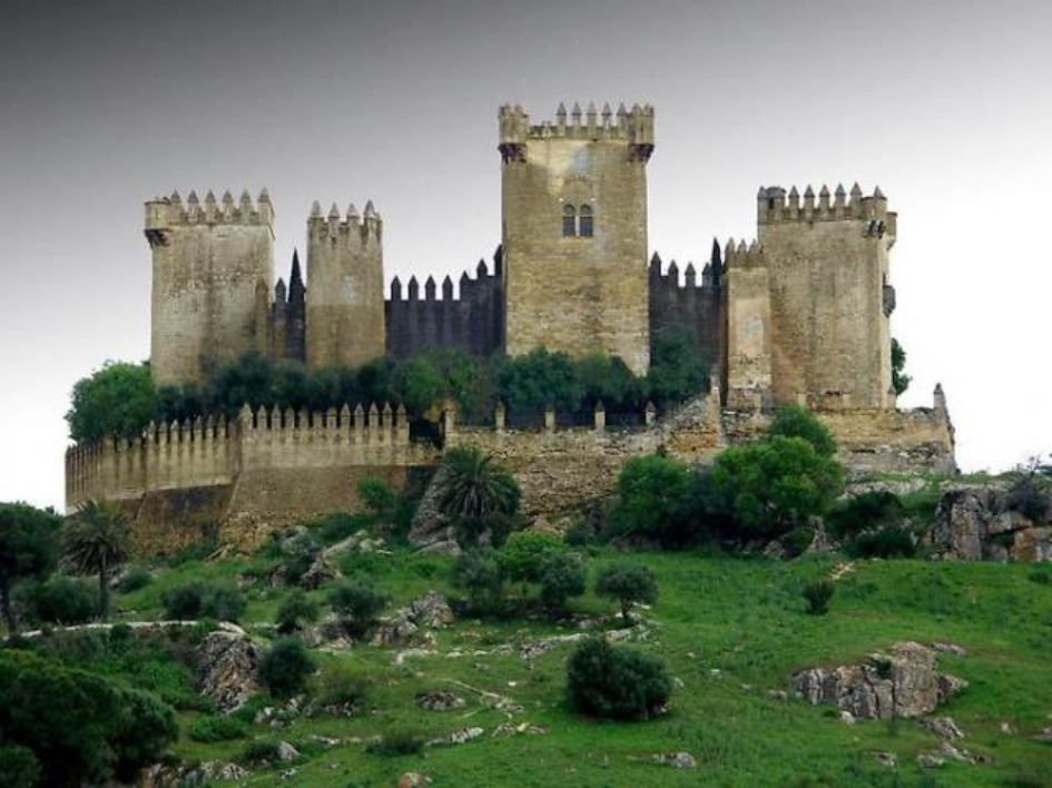 zamok almodovar del rio Замки Испании, открытые для посещений